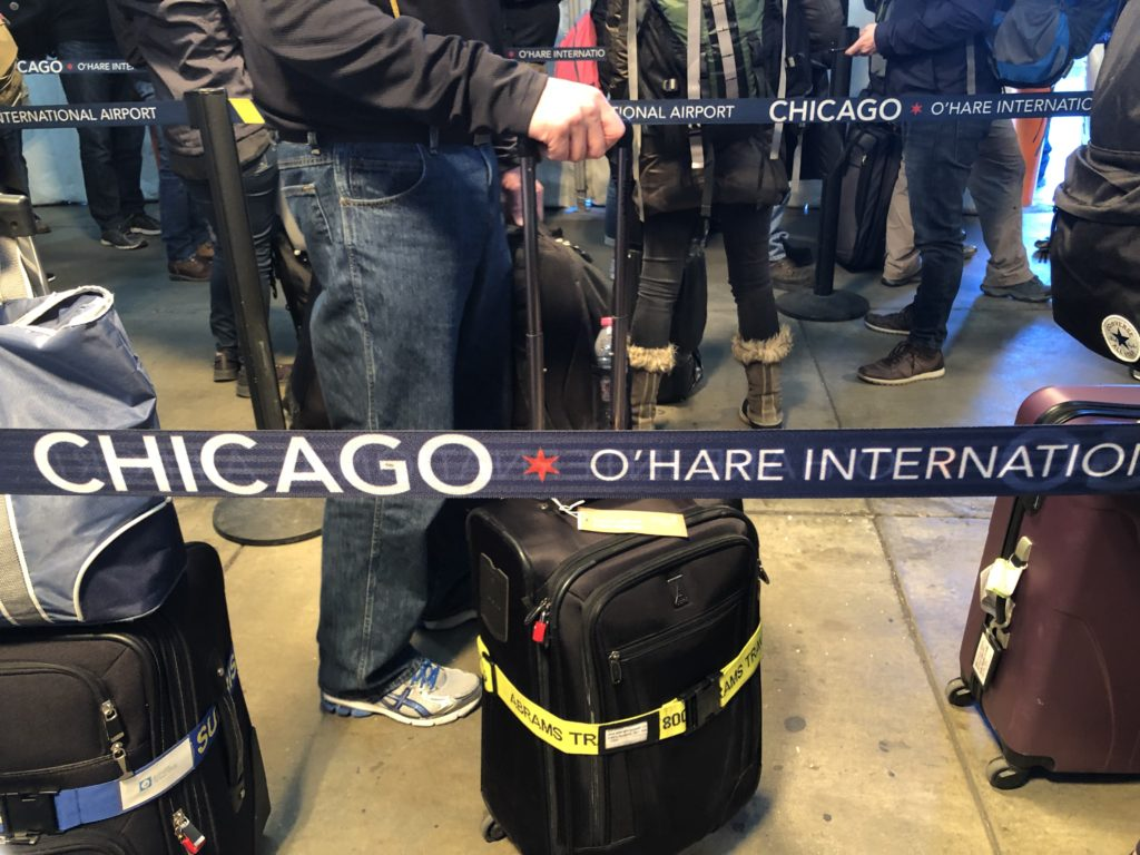 行列しているシカゴ・オヘア空港の画像
