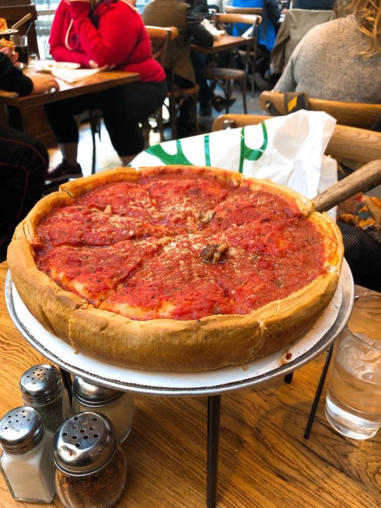 「Giordano's」のシカゴピザの画像