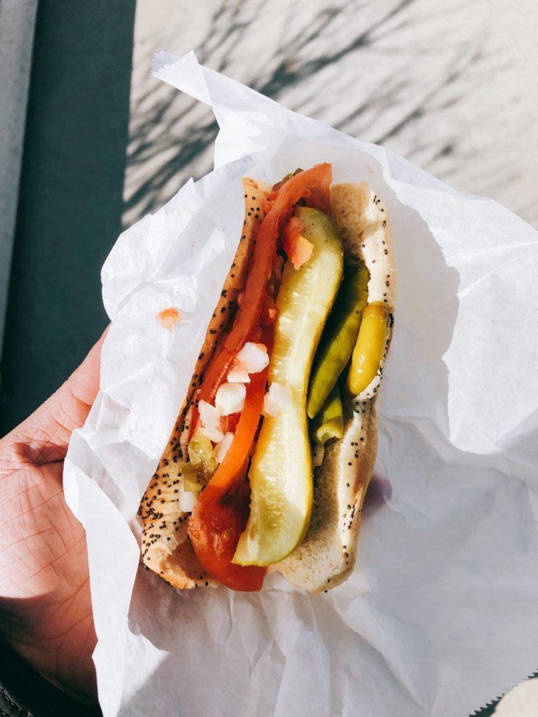 「Kim andCarlo's」のシカゴホットドッグの画像