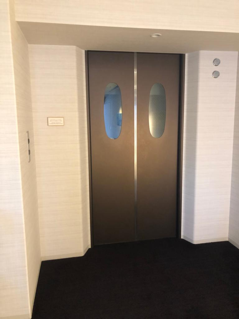 リラクゼーションフロアへの専用エレベーターの画像