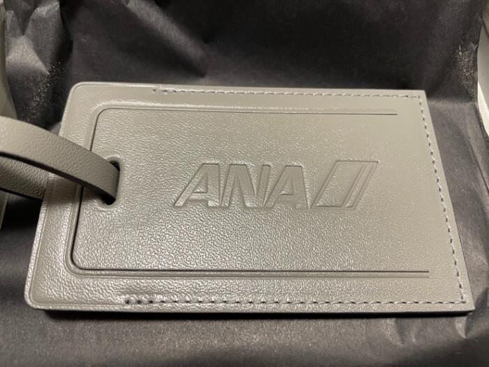 ラゲッジタグ表面『ANA』の刻印の画像
