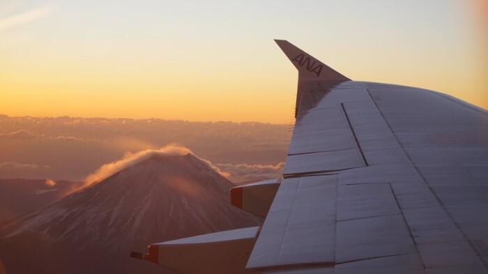 翼と富士山と初日の出の画像