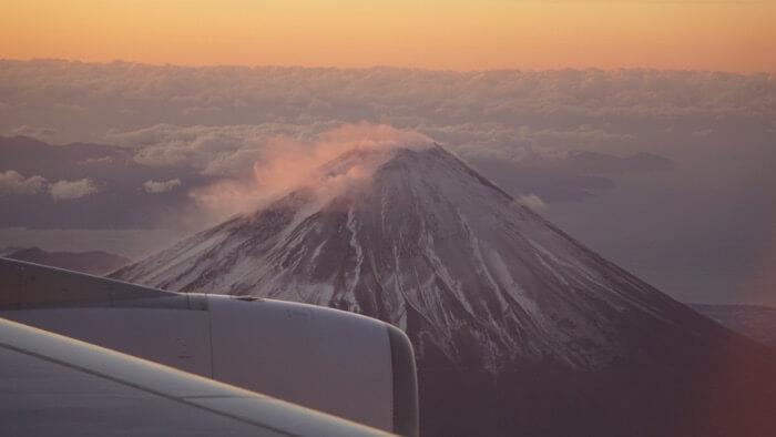 エンジンと富士山の画像